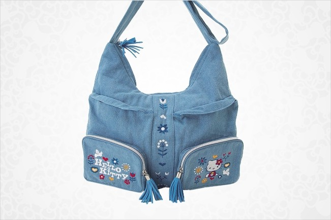 Add some fun to your look with this super cute Hello Kitty Shoulder Bag:
